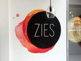 Muurschildering logo wijnbar ZIES